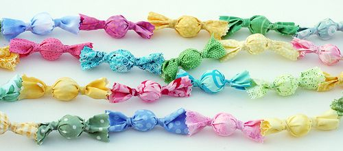 Candy garland made from fabric!  maybe in Halloween colors?: Sweet Garlands, Crafts Ideas, Christmas Crafts, Christmas Colors, Candy Garlands, Fabrics Scrap, Crafts Blog, The Crafts, Christmas Trees Garlands
