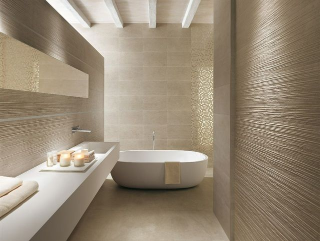 carrelage salle de bains de couleur sable et mosaïque de couleur or