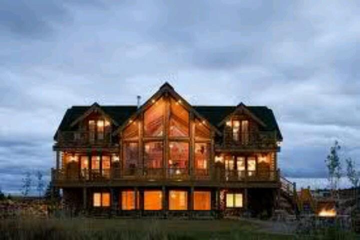 Huge log mansion my dream house pinterest mansions for Log cabin dream homes