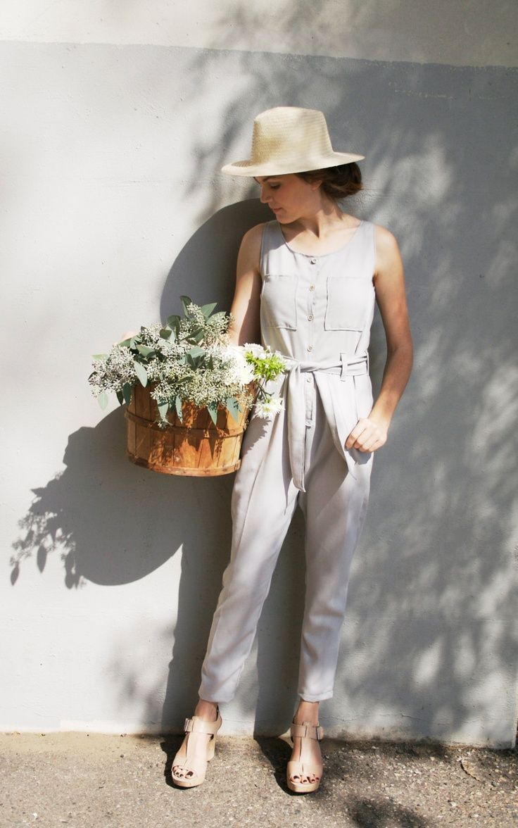 Linen-style jumpsuits look great in spring. Choose one with a belt for a 1950's edge.
