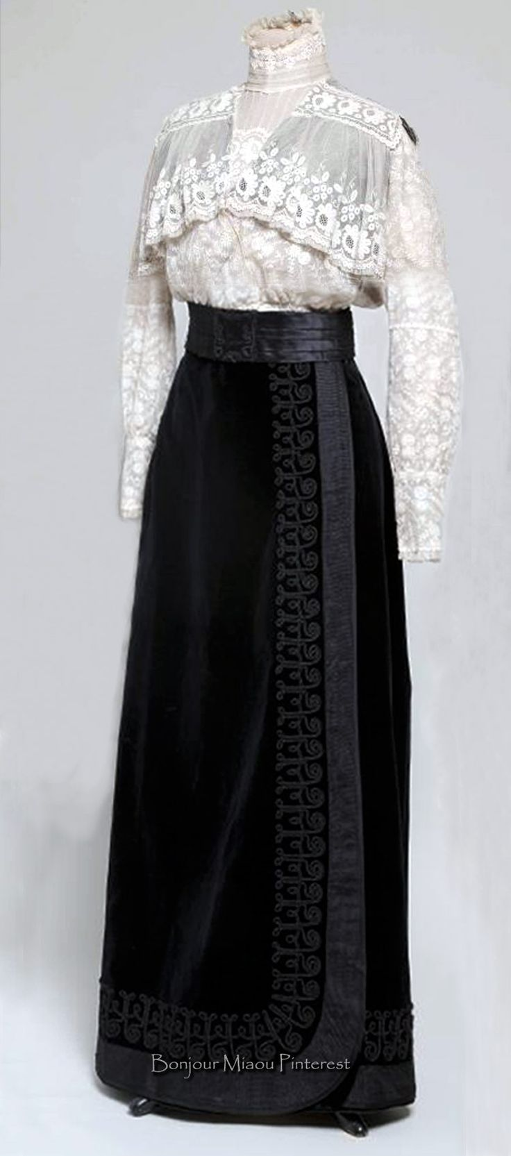 Blouse & skirt, Croatia, ca. 1908–09. Blouse is 2 types of lace on tulle; skirt is black velvet. Museum of Arts & Crafts, Zagreb