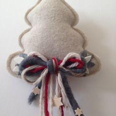 Albero di natale cucito creativo con fiocchi decorativi
