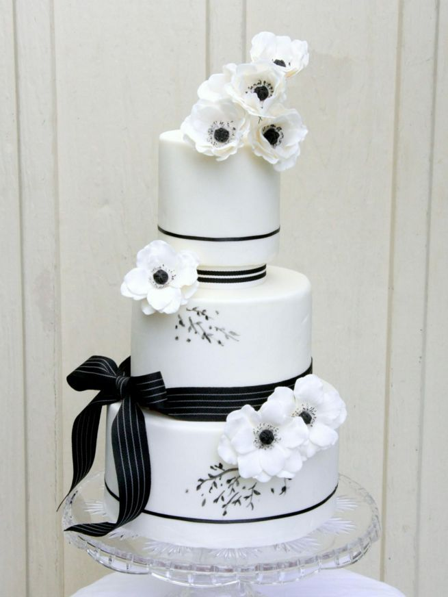Wedding Cakes with Adorable Details - MODwedding