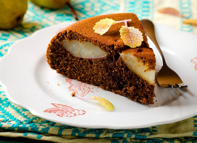 Шоколадный пирог с грушами, ссылка на рецепт - https://recase.org/shokoladnyj-pirog-s-grushami/  #Выпечка #блюдо #кухня #пища #рецепты #кулинария #еда #блюда #food #cook