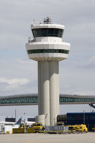 How #Gatwick #Airport broke its own world record #LGW Tower    Able to achieve 55 aircraft movements per hour through innovative practices.