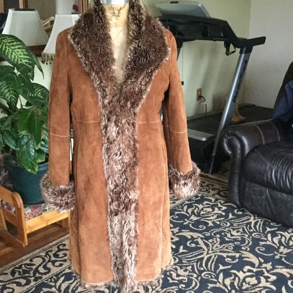 Vintage Wilsons leather coat This leather coat with faux fur is in excellent condition, very warm. Wilsons Leather Jackets & Coats Trench Coats