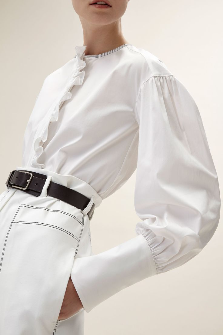 White Blouse with Ruffled Sleeves and Front Closure with Volant (Aquilano.Rimondi - Pre-Fall 2017)