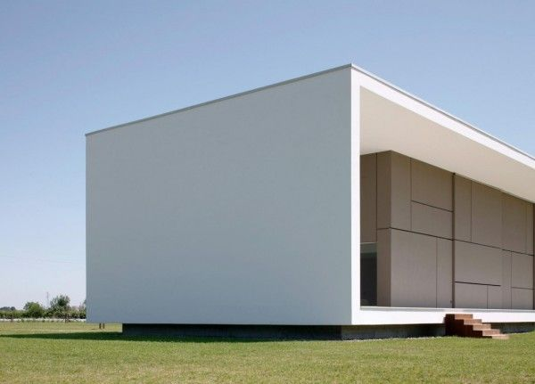 Details Structure from Modern Monolithic House Design in Castelnovo Sotto Reggio Emilia Italy 600x431 Modern Monolithic House Design in Castelnovo Sotto, Reggio Emilia, Italy