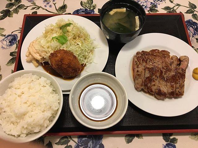 昨日三番街で、グリルRONてお店で食べたの🐻 おいしかったぁ🐻  #昨日 #三番街 #梅田 #大阪 #グルメ #グルメ記事 #お肉 #肉 #ランチ #セット #1700円 #おいしかった #美味しかった #まいぅー #いってみてね  #グリルRON #グリルron #グリル #RON #ron #おすすめ #オススメ #たべるのだいすき  #食べるの好きな人と繋がりたい