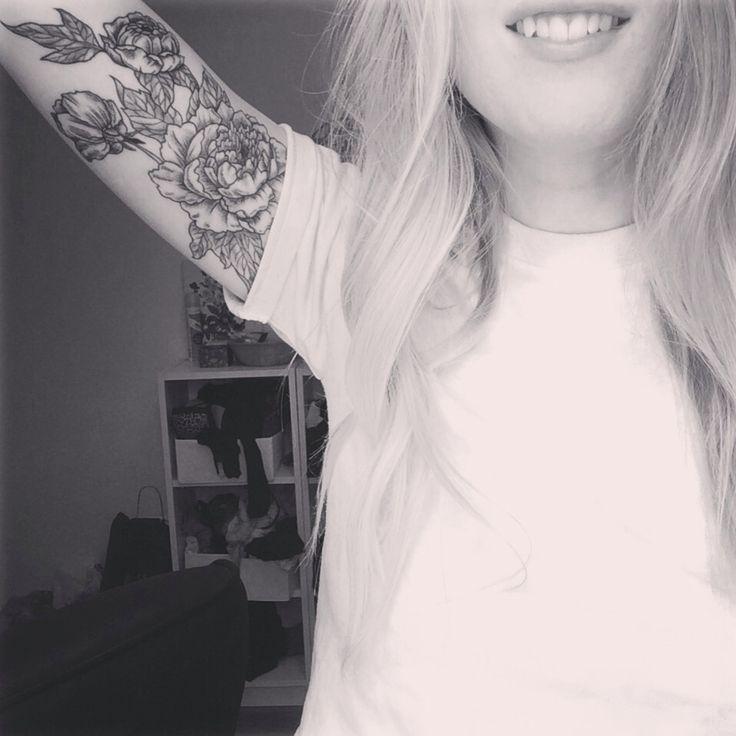 b&w peony inner arm
