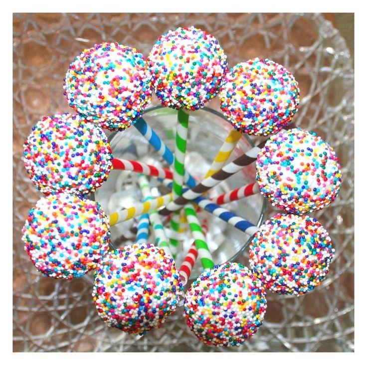 Cake pop papír szívószálon Dekorella Shop http://dekorellashop.hu/termekek/papir-szivoszal/ # csíkos papír szívószál # Dekorella Shop cake pop