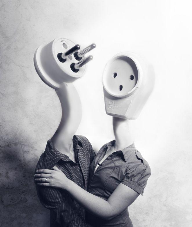 Distorsión y cambio de escala. True Love..forever connected..no power failure apart us ;) generator on !!ha ha ha