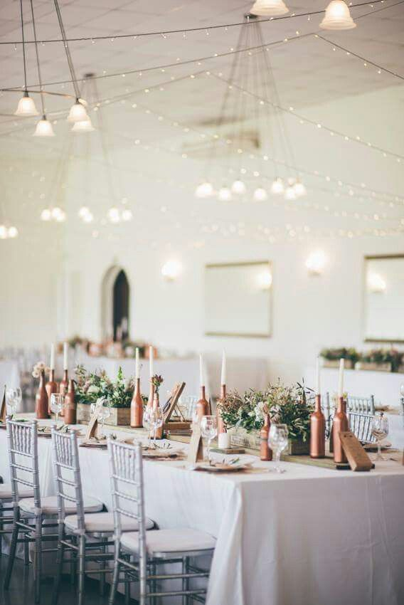 I love greenery on a table,  together with the copper bottles and white table linnen it really pops