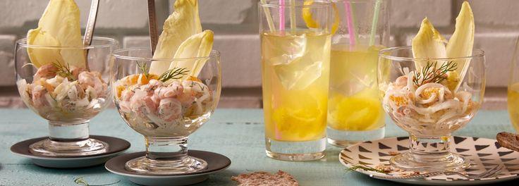 In den 80er Jahren entstand langsam die Crossover-Küche. Eine klassische Vorspeise aus dieser Zeit ist der Krabben-Cocktail mit kalter Ente. Zum REWE Rezept »