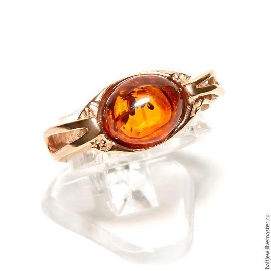 Кольцо с балтийским янтарем `Снитч`. Серебро 925 пробы. Надёжное двойное позолочение. Натуральный балтийский янтарь коньячного цвета.