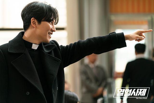 Photos New Stills Added For The Korean Drama The Fiery Priest Korean Drama Priest Kim Sang