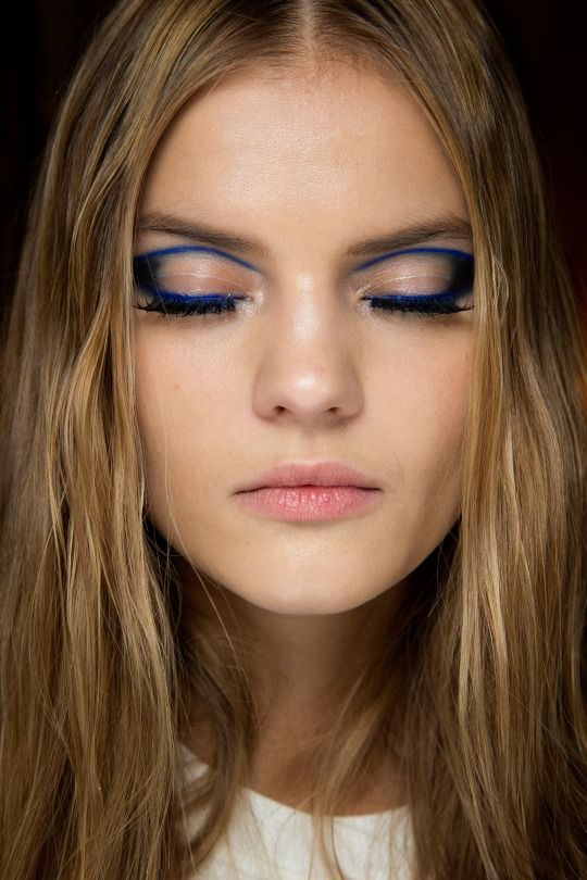 Kate Grigorieva backstage at Atelier Versace Couture Spring 2015...... love this edgy eye, would never think to do a black rim without anything in the middle. may have to recreate