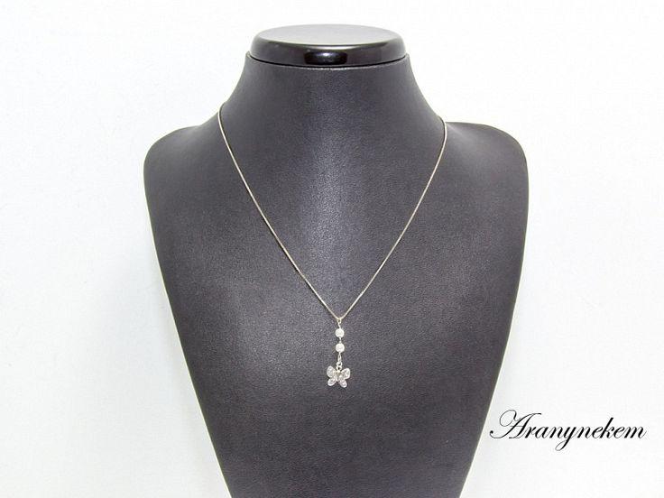 Pillangó motívumos és tekla gyöngyös ródiumos ezüst Y nyaklánc