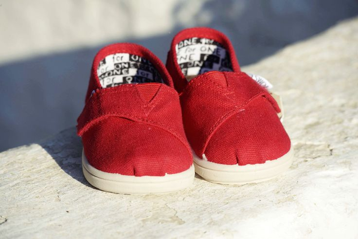 TOMS, Contact Photography