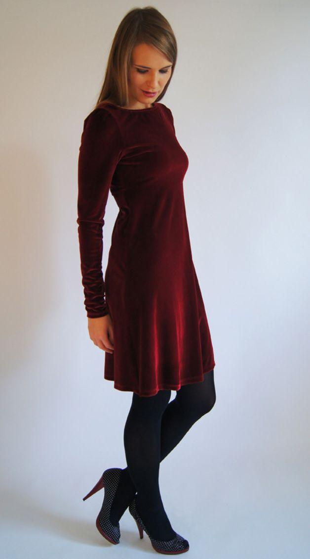Elegantes Midi-Kleid aus Samt in dunklem Rot, perfektes Outfit für die Festtage / festive velvet dress, little red dress for your christmas outfit made by Feen und Helden via DaWanda.com