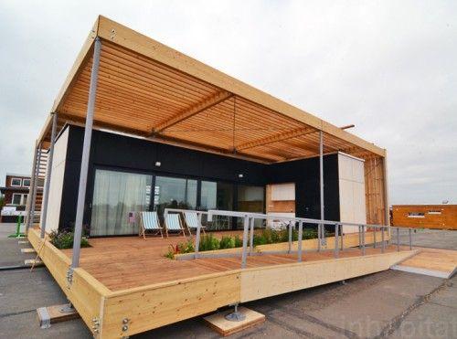 Casa moderna modular envuelta con elegante Madera