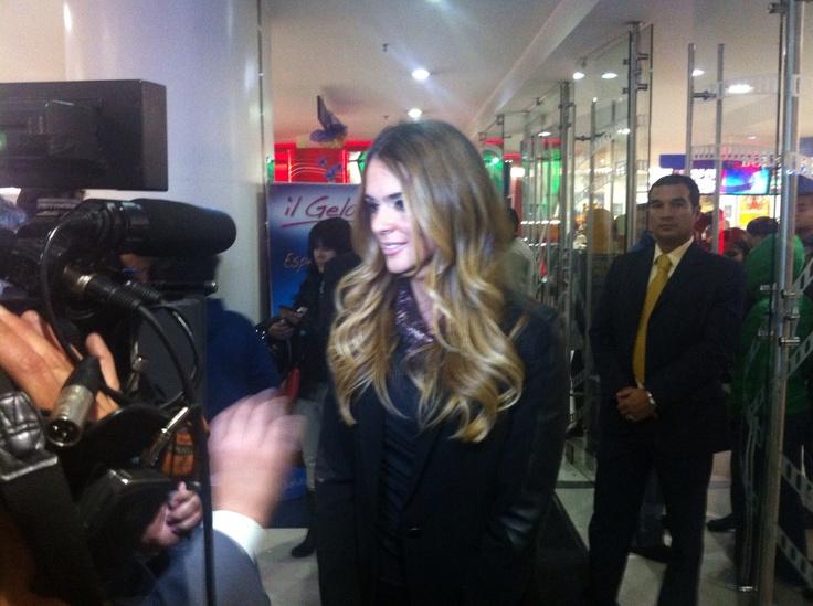 Karen Martínez en premiere de EL PASEO 2
