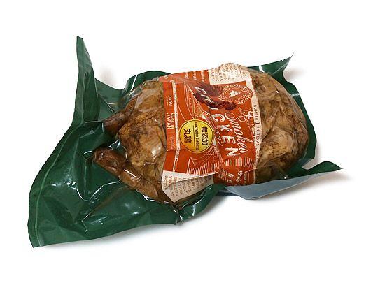 WHITE SMOKE スモークチキン 丸鶏 購入時価格 1,398円(2017年12月) 先日のメルマガで新商品として紹介されていたスモークチキンの丸鶏を購入しましたー! クリスマスといえばやっぱりチキンは欠かせない!と思うのですが、お馴