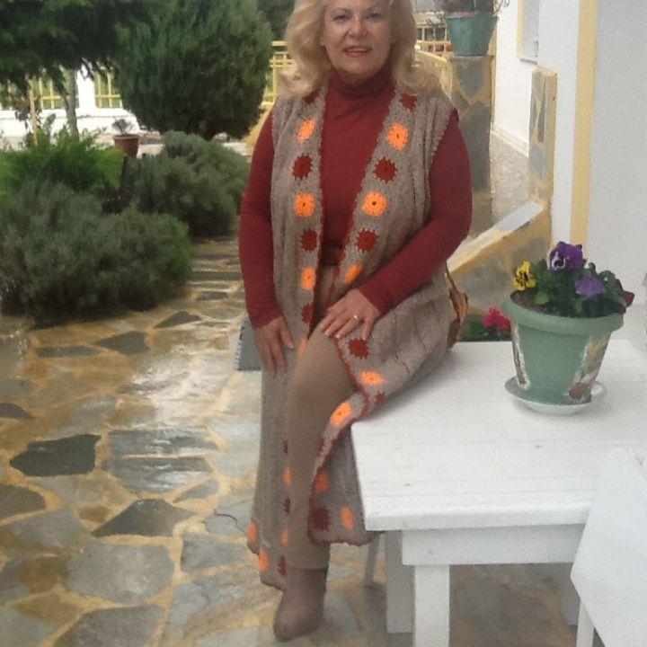 Ανοιξιάτικο και φθινοπωρινό  αμάνικο για όλες τις ώρες ολόμαλλο πλεγμένο με βελόνες και τα μοτίβο με βελονάκι !!
