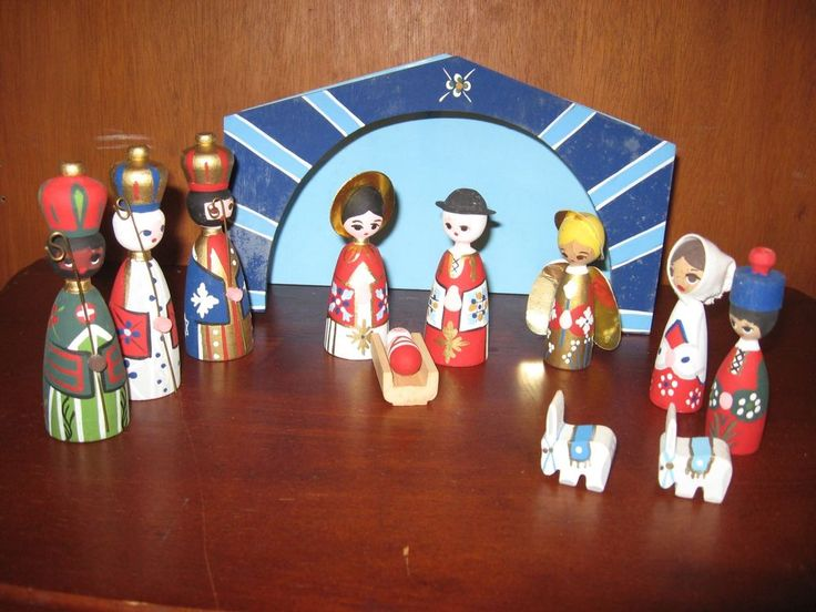 Mogens Eigenbrod, Handpainted, Bogense Denmark - Nativity Set, 12 Pieces