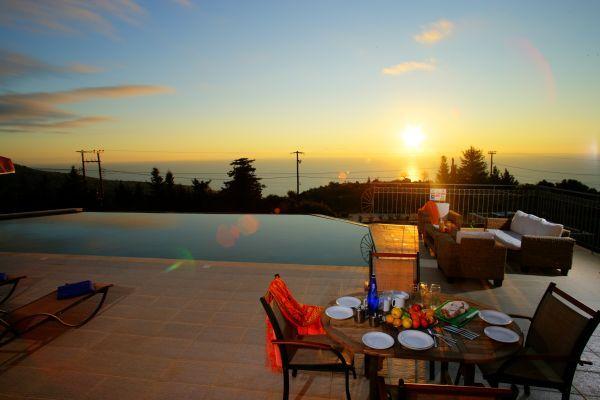 Τhe concept of luxurious outdoor living is a key factor in the layout of villa Estiasi