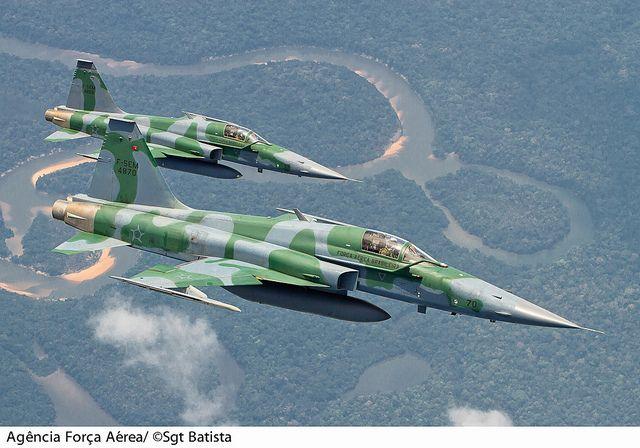 F-5EM da Força Aérea Brasileira sobrevoando a Amazônia by Força Aérea Brasileira - 6 milhões views