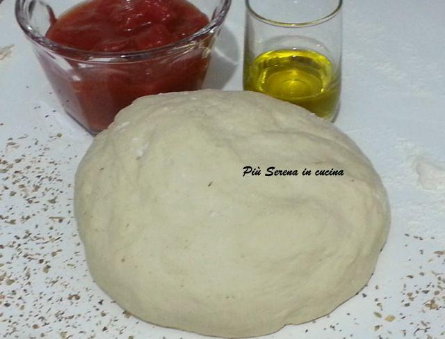 La pasta per pizza è realizzata con la Macchina del pane Moulinex OW3101 ma potrete usare un semplice robot da cucina. E' la base perfetta per tante ricette