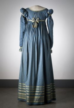 Pretty!  I love blues with grays and silvers, one of my favorite color combos.  >>Dress ca. 1815    From the Nordiska Museet (Back)