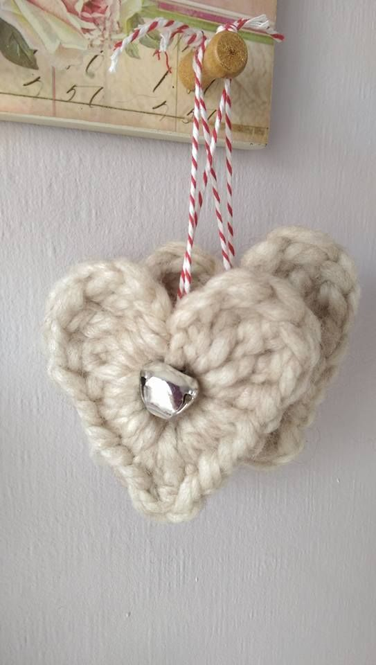easy crochet alpaca heart decoration with a little jingle bell to hang on the christmas tree or give as a little present made with soft alpaca wool