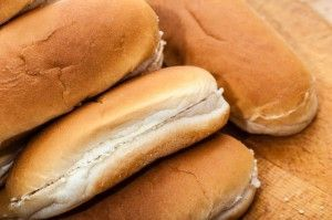 Det finns inget som är mer underbart än hembakat bröd. Sommartips! Prova baka korvbröd med vårt glutenfria recept och bara njut. Läs mer och välkommen!
