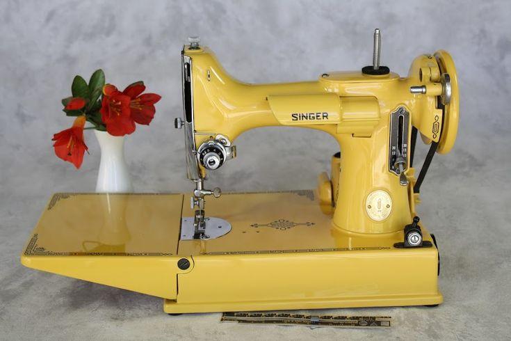 Máquina de costura amarela