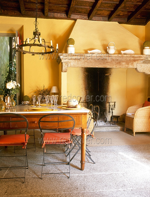 This villa stands on the hills facing Lake Orta, in Northern Italy. It is called Rossi House