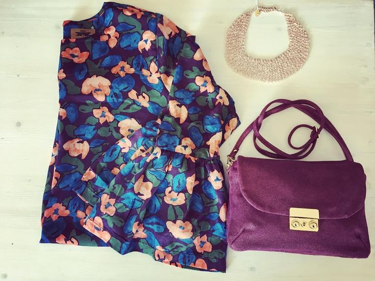 #picofthemoment #alori1961 #autumn #dress #flowers #orionlondon #necklace #rushitaly #bag #leborsediludovica #burgundy #glitter #instapic #instalike #instagood #contactus #info@alori.it #instashop #shoppingonline #shippingworldwide #www.alori.it #instamood #thedifferentmakingadifference #aloriit #