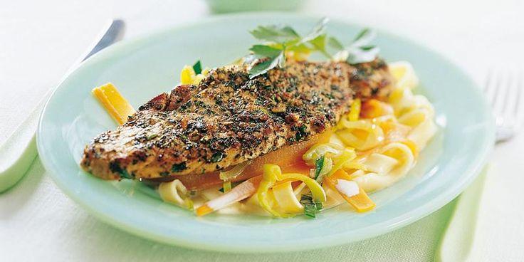 Urtesnitsel av skinkebiff - Her er en rask oppskrift på pasta i kombinasjon med renskåret svinekjøtt og friske urter.