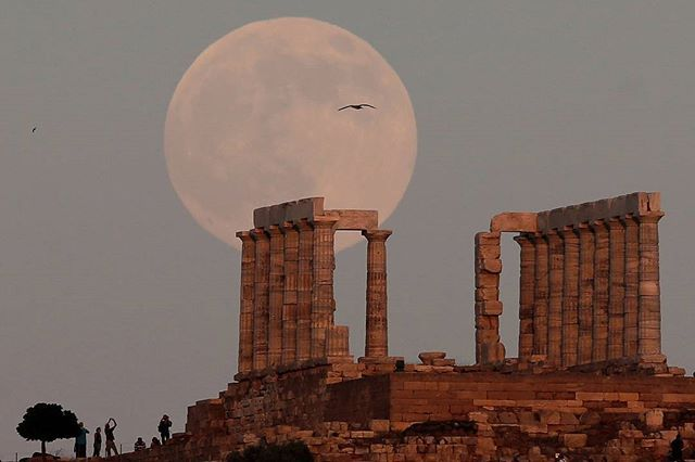 A full moon rises over the Temple of Poseidon, the ancient Greek god of the seas, in Cape Sounion, east of Athens, Greece, July 8, 2017.REUTERS/Costas Baltas #Greece
