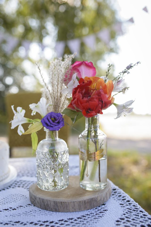 Subtiele tafeldecor met fleurige bloemen