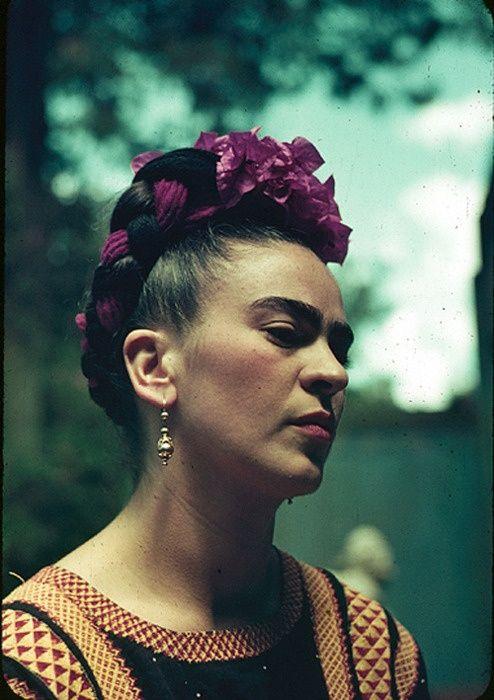 Frida Kahlo em 1940. Veja também: http://semioticas1.blogspot.com.br/2011/07/o-mito-frida-kahlo.html