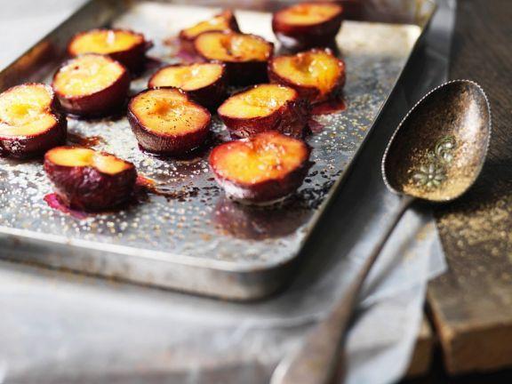 Karamell-Pflaumen aus dem Ofen ist ein Rezept mit frischen Zutaten aus der Kategorie Steinobst. Probieren Sie dieses und weitere Rezepte von EAT SMARTER!