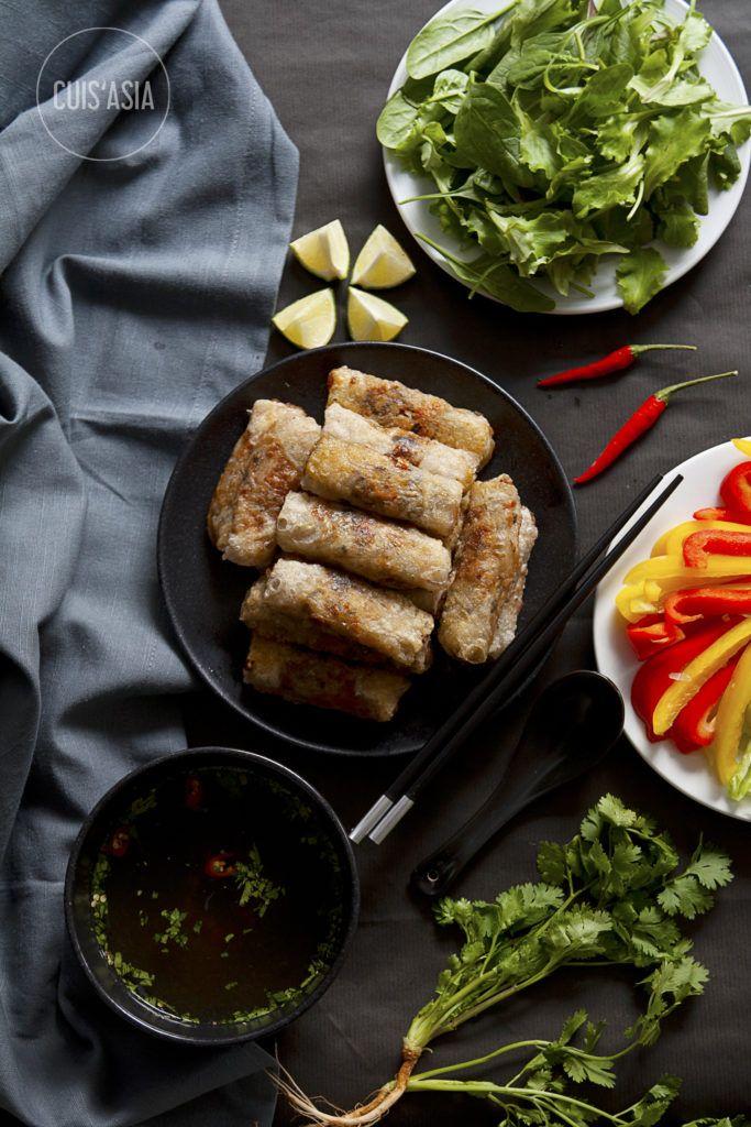 """Vietnamesische Frühlingsrollen """"Nem Ran"""" gehören zu den vietnamesischen Traditionsgerichten. Die Hauptzutaten sind Hackfleisch, Glasnudeln und Gemüse. Dabei"""