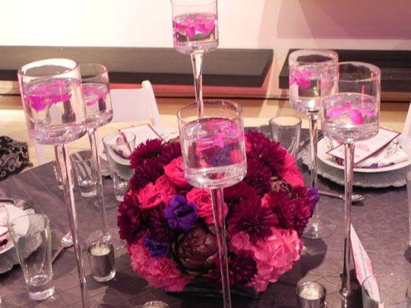 Arreglo de flor para boda original con floreros en forma de copa