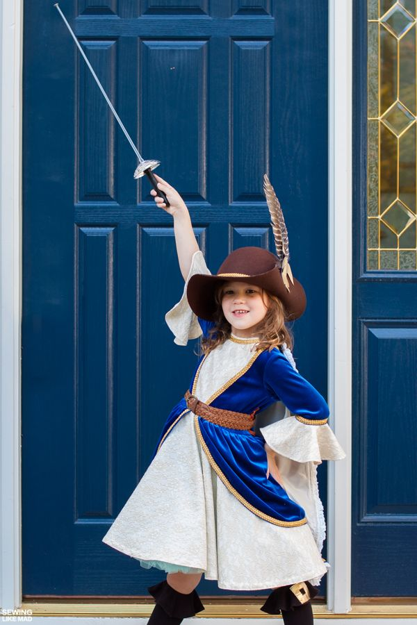 Sewing Like Mad: Halloween 2015 - Girl Musketeer Costume.