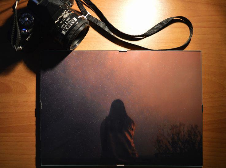 Foto stampata su carta fine art opaca, formato 22x30cm.Incorniciata su supporto trasparente, firmata e datata!
