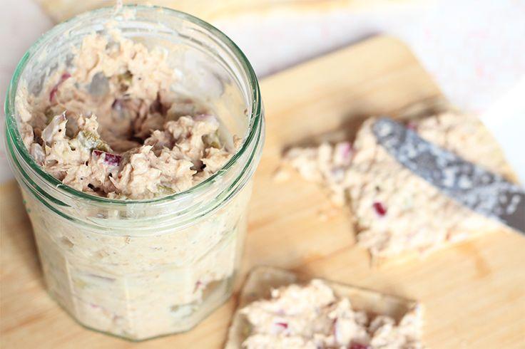 Wist je dat je écht heel gemakkelijk zelf tonijnsalade kunt maken? Binnen 10 minuten heb jij deze healthyvariant op tafel staan! En je hebt geen mayo nodig.