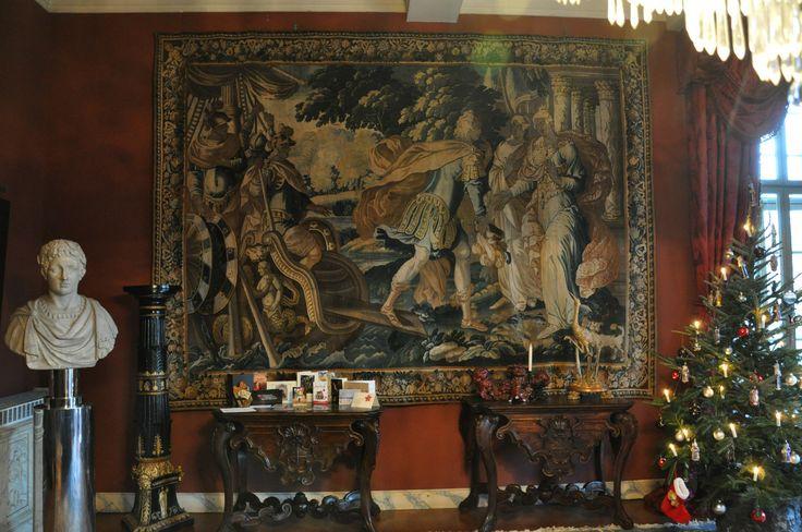 rare tapisserie d 39 aubusson vers 1660 paris debarquant a sparte d 39 apres isaac moillon 1614. Black Bedroom Furniture Sets. Home Design Ideas