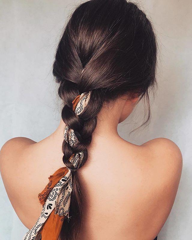 On craque pour cette coiffure simple et originale. #lookdujour #ldj #braids #col…